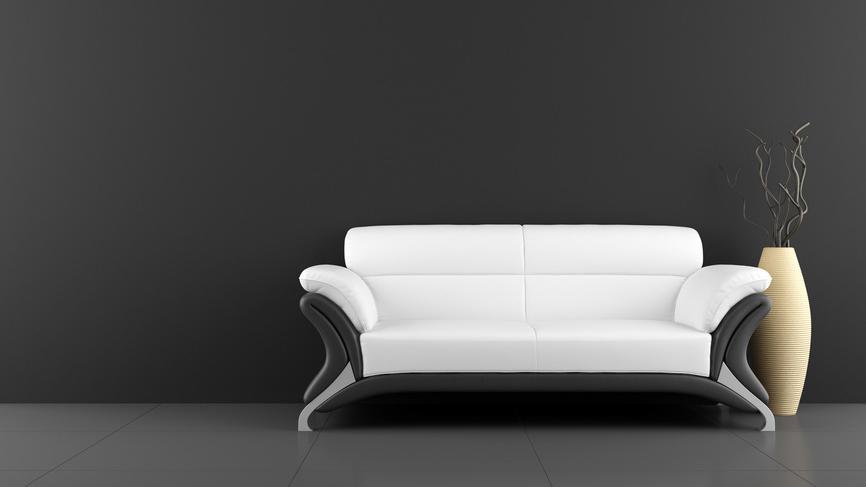 Reduziertes Wohnzimmer mit Sofa