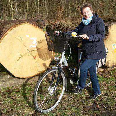 Brigitte Domikowsky auf einem Fahrrad